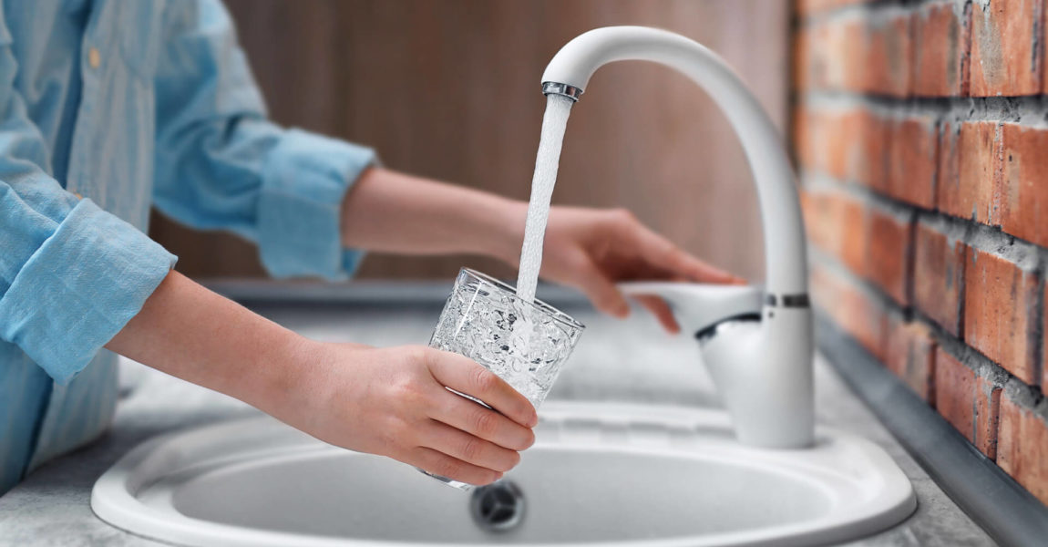 Installare frangigetto sul lavandino aiuta a risparmiare acqua senza nessuno sforzo