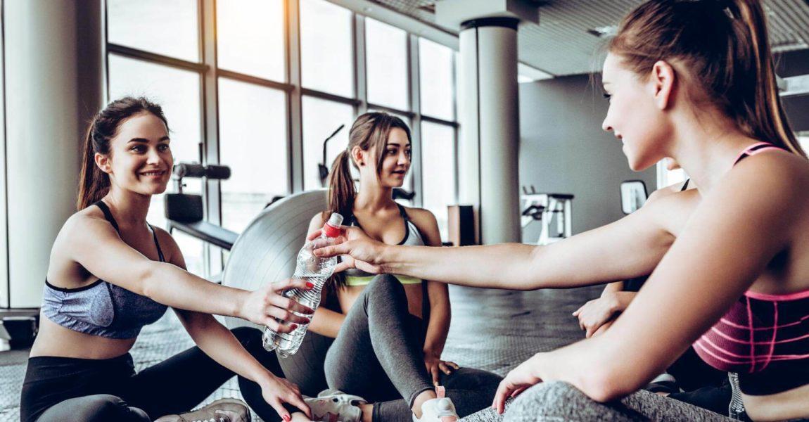 Bere fa bene prima, durante e dopo lo sforzo fisico.