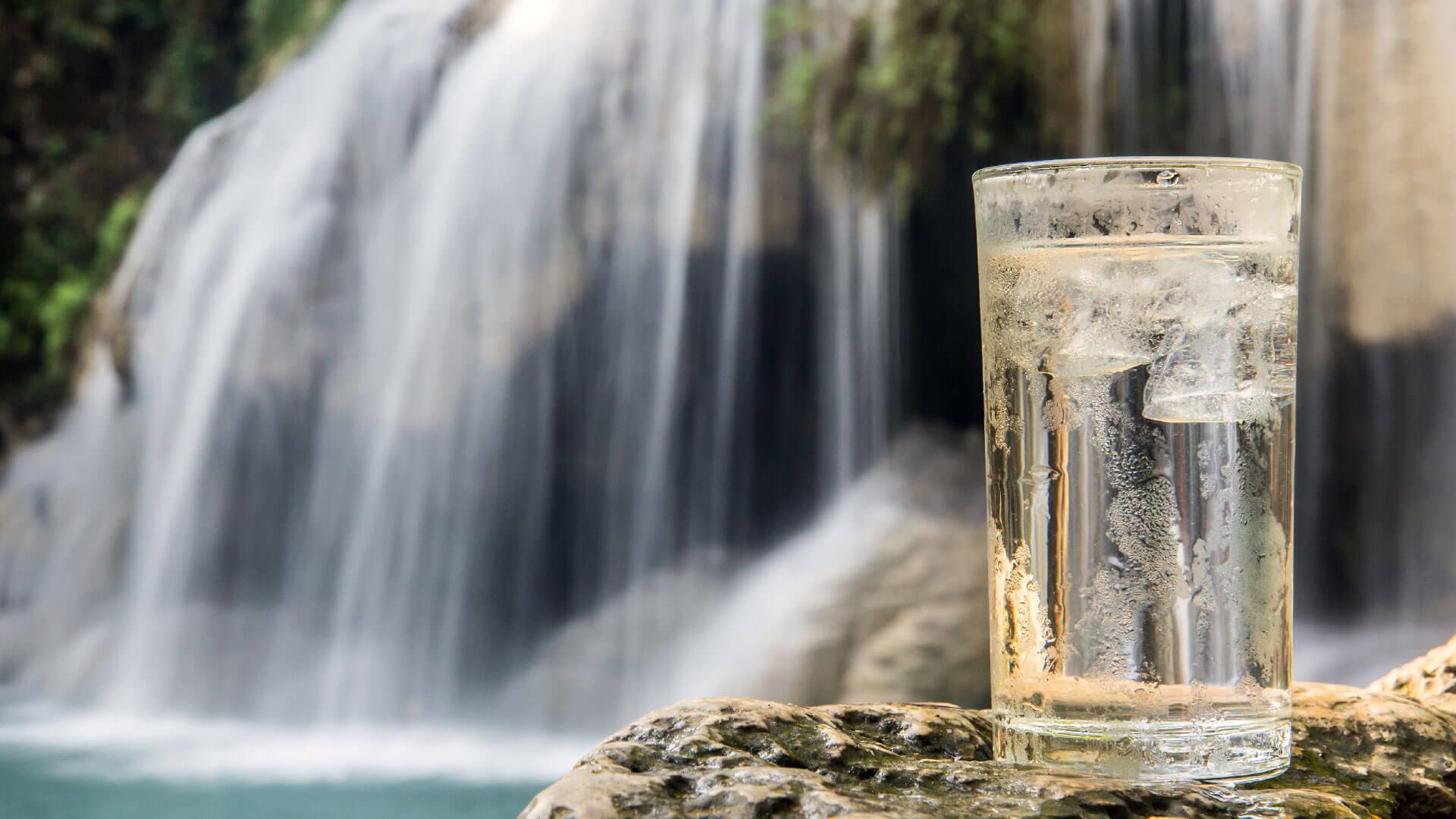 Luxury water: cosa giustifica un prezzo così alto