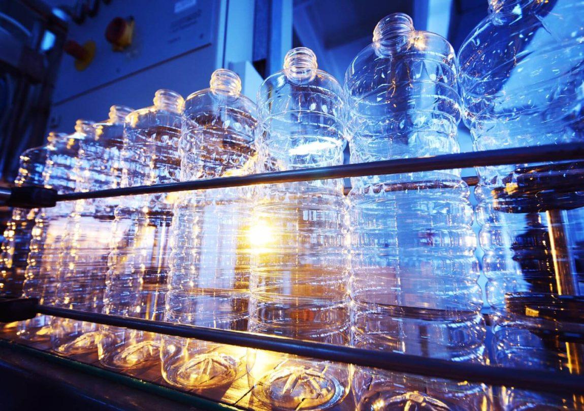Consumo acqua per produrre bottiglie di plastica