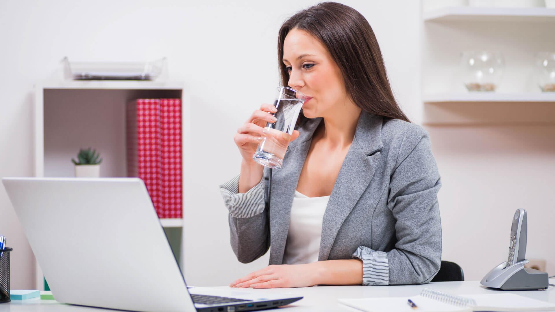 Bere al lavoro mantiene alta la concentrazione